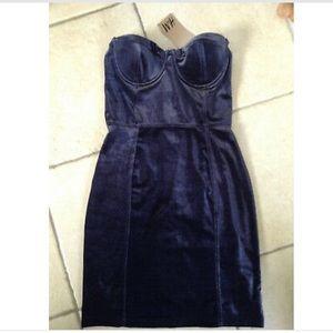 H&M Dresses - A gorgeous strapless blue navy velvet blue dress
